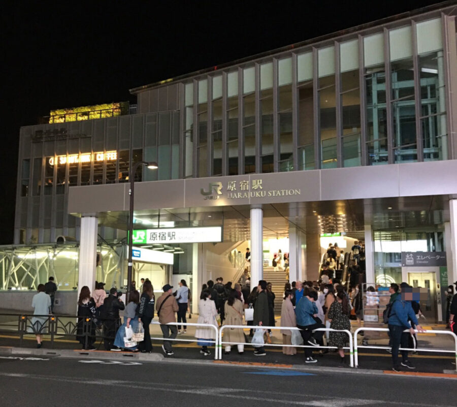 夜の新・原宿駅舎